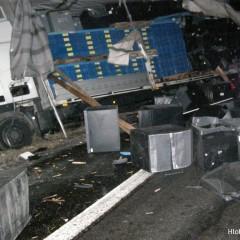 Pri Hlohovci sa zrazili nákladiaky! Z kamióna unikla nafta