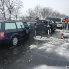 Na diaľnici pri Trnave došlo k hromadným nehodám.14 havarovaných áut!