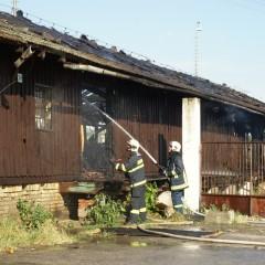 Požiar skladu pri železnici