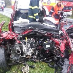Medzi Hlohovcom a Kľačanmi došlo k nehode! Jeden vodič utrpel zranenia, druhý neprežil
