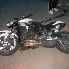 Zrážka cyklistu smotorkou sa skončila zranením troch osôb