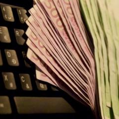 Študent vytlačil stovky 50-eurových bankoviek. Niekoľko mesiacov nimi platil aj v Trnavskom kraji