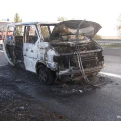 Na diaľnici zhorela dodávka