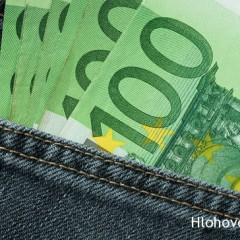 Pri posedení v krčme zjedol kamarátovi 100-eurovku!