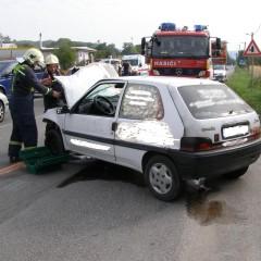 Pri benzínke za Hlohovcom sa zrazili dve autá