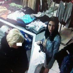 Žene ukradli z kabelky peňaženku. Podozrivá mala v ruke odevy, ktorými sa kryla