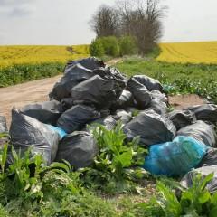 Nález 40 vriec odpadu pri obci Brestovany